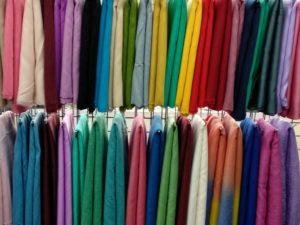 色とりどりのスカーフ。