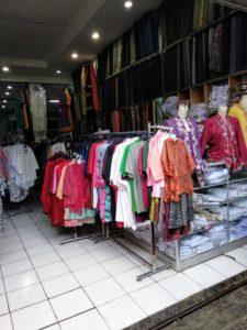 インドネシアでは派手な色でも大丈夫。