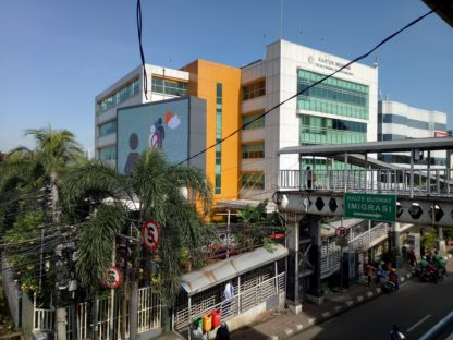 南ジャカルタ入国管理局は、駐車場が狭いのでバスウェイで行くと便利です。