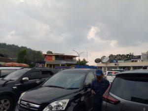 高速道路の休憩所はジャカルタ付近にはあまりないのでバンドン寄りで休憩することになります。