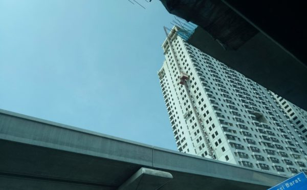 ジャカルタからブカシへ行く途中で建設中の高架。