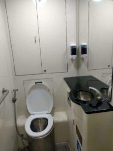 広さも清潔さも十分。トイレットペーパーもあり。