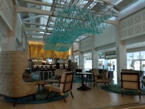 涼しげなSheraton Bandung Hotel and Towersのロビー。